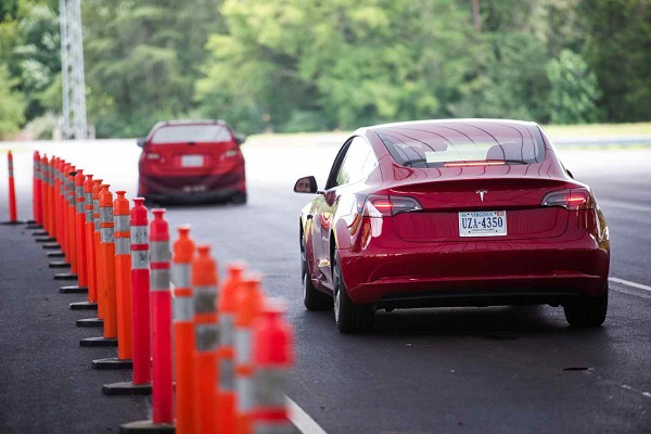 Tesla bị chính phủ Mỹ điều tra vì chế độ tự lái gây ra 11 vụ tai nạn