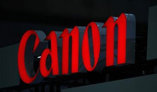 Canon bán máy ảnh không gương lật đầu tiên từ tháng 9/2012
