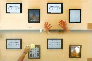 Apple chi hơn 1 tỷ USD quảng cáo iPhone, iPad