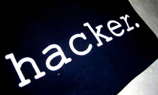 Bắt kẻ đe dọa hack website công trên Facebook