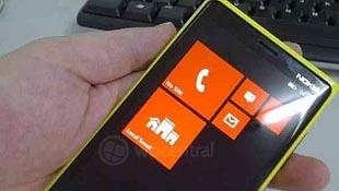 """Nokia Phi, """"đàn em"""" của Lumia 800 xuất hiện"""