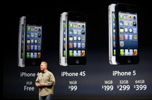 Giá bán iPhone 4S giảm còn 99 USD, iPhone 4 cho không