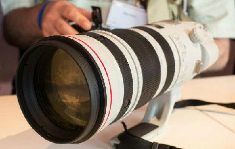 Ống kính Canon EF 200-400mm f/4L IS 1.4x sẽ ra mắt cuối 2012