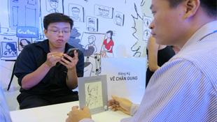 Xem vẽ chân dung bằng Galaxy Note 2 tại Mobile Vietnam 2012