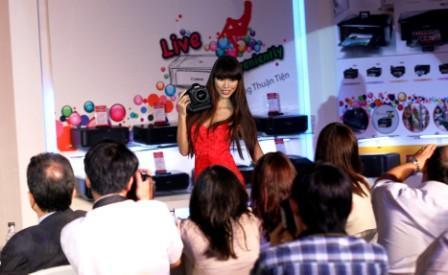 Máy ảnh siêu phẩm Canon EOS-1D X ra mắt tại Việt Nam