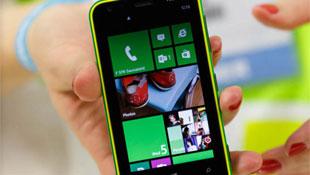 Lumia 620: smartphone Windows Phone 8 rẻ nhất, bán tháng 1/2013