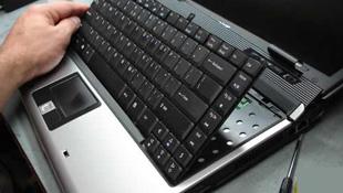 Laptop Acer kêu to khi khởi động, tháo bàn phím thì hết kêu, là do cáp bàn phím?
