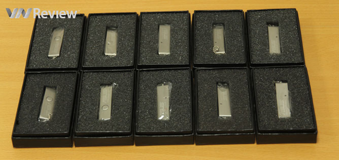 Tặng độc giả 10 thẻ nhớ USB 8GB của Asus