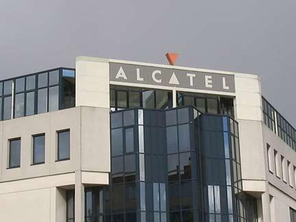 Alcatel tung ra bộ ba smartphone 5 inch có bút cảm ứng
