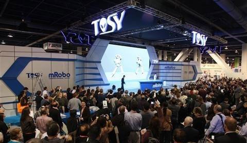 Robot Tosy của Việt Nam khuấy động CES 2013