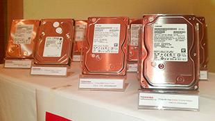 """Toshiba tung dòng ổ cứng """"lai"""" SSD và HDD đầu tiên"""