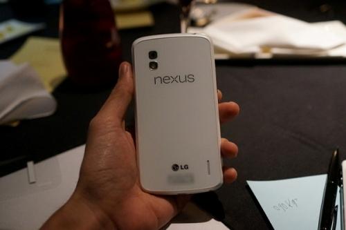 Thêm nhiều ảnh Nexus 4 màu trắng