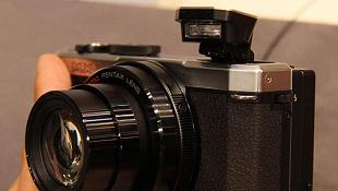 Trên tay camera Pentax MX-1