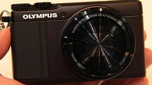 Trên tay máy ảnh Olympus Stylus XZ-10