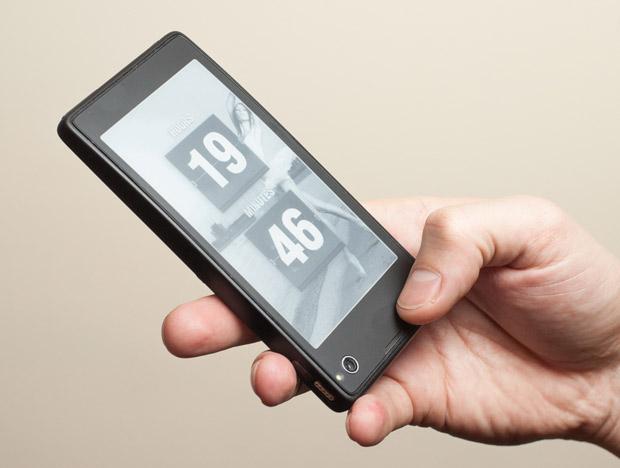 YotaPhone được ký hợp đồng chuẩn bị sản xuất