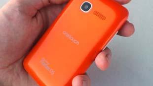 Trên tay điện thoại Firefox OS đầu tiên: Alcatel One Touch Fire