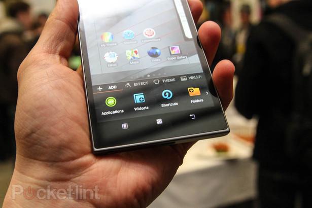 Trên tay Lenovo IdeaPhone K900: Chip Atom 2Ghz, màn 5.5 inch, mỏng 6,9 mm