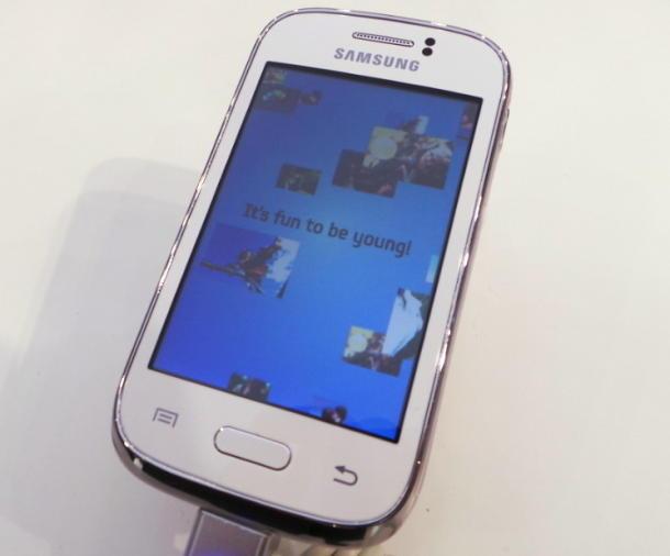 Samsung ra mắt 2 điện thoại giá rẻ Galaxy Young và Galaxy Fame