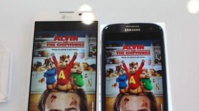 """Màn hình Galaxy S III """"nịnh mắt"""" hơn Optimus G Pro"""