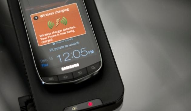 Apple và Samsung bắt đầu dùng sạc không dây vào năm nay?