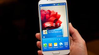 Chi phí sản xuất của Galaxy S IV là 244 USD, cao hơn S III