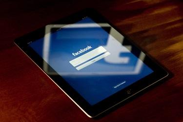 Người dùng di động vào Facebook nhiều hơn lướt web