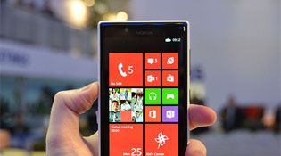 Nokia bắt đầu bán Lumia 720 chính hãng