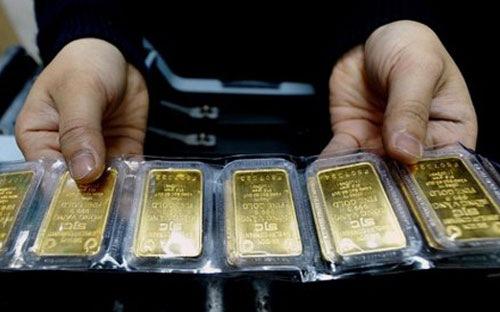 Giá vàng hôm nay giảm mạnh, cư dân mạng khóc than