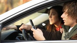 Nhắn tin bằng giọng nói nguy hiểm tương đương nhắn tin truyền thống khi lái xe