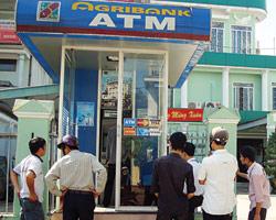 """Cây ATM Agribank """"chết"""" hàng loạt"""