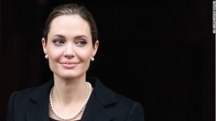 Gene nào khiến Angelina Jolie phải phẫu thuật cắt bỏ ngực?