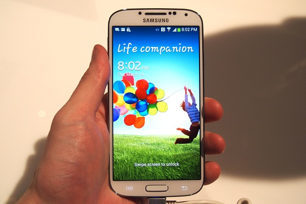 "Samsung: ""Doanh số của Galaxy S4 rất tốt"""