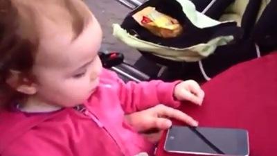 Muốn trẻ nhỏ tránh xa iPhone và iPad? Hãy cập nhật lên iOS 7