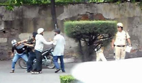 Video CSGT đứng nhìn dân đánh lộn