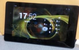 """Lộ ảnh thực tế và video """"trên tay"""" Nexus 7 II: camera sau 5MP, loa kép và Android 4.3"""