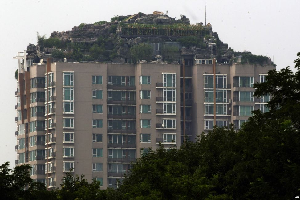 Video biệt thự, núi đá trên nóc tòa nhà 26 tầng