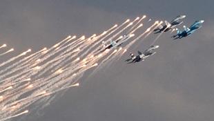 """UAV """"ép"""" máy bay có người lái liên tục cải tiến"""