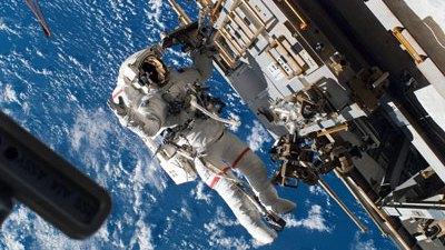 Cận cảnh công việc của phi hành gia ngoài vũ trụ