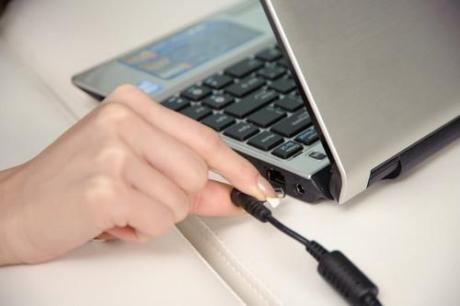 Laptop hay bị tắt đột ngột sau khi cài lại Windows