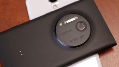 Clip Nokia Lumia 1020 chế nhạo Apple và Samsung
