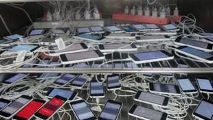 Cận cảnh loạt iPhone 5C chuẩn bị xuất xưởng