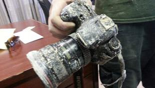 """Tìm lại máy ảnh DSLR bị cá sấu """"cướp"""" sau 8 tháng"""