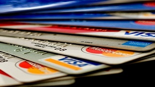 Thẻ tín dụng tưởng được miễn phí hóa ra mắc nợ