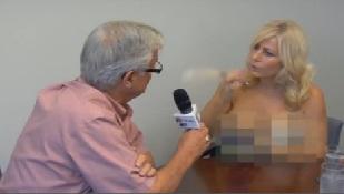 Xem nữ phóng viên ngực trần phỏng vấn thị trưởng
