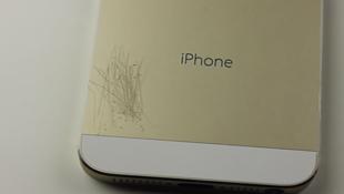 Thử độ bền iPhone 5S bằng dao và đồng xu