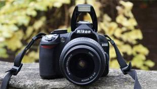 Đánh giá máy ảnh số DSLR Nikon D3100