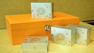 Mở hộp bánh trung thu giá 12 triệu tại Hà Nội
