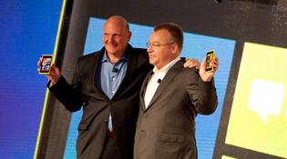 """Sau trăng mật, Microsoft """"làm gỏi"""" mảng điện thoại của Nokia"""