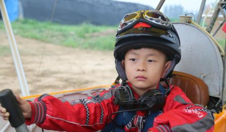 Video bé Trung Quốc 5 tuổi lái máy bay