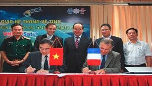 Vệ tinh VNREDSAT-1 chính thức do Việt Nam vận hành